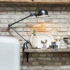 Неоштукатуренная кирпичная стена, полочка из состаренного дерева и винтажный светильник являются неотъемлемой частью стиля лофт.