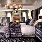 Экстравагантная спальня с камином в одном из домов Кардашьян.