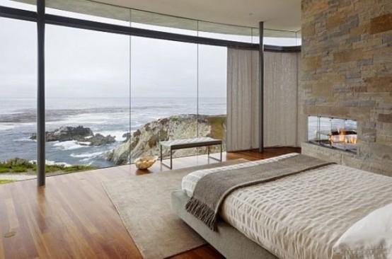 Роскошный вид из окна не должен помешать погреться у камина.