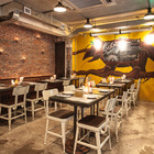 Чудище на стене, на котором написано меню, является одним из символов ресторана. (столовая,дизайн столовой,интерьер столовой,мебель для столовой,индустриальный,лофт,винтаж,стиль лофт,индустриальный стиль,архитектура,дизайн,экстерьер,мебель,интерьер,дизайн интерьера)