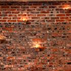 Причудливая кирпичная стена, вероятно, была одной из причин появления названия ресторана.
