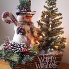 Композиция из снеговика с елочкой.