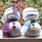 Снеговики из рукавов старого белого свитера.