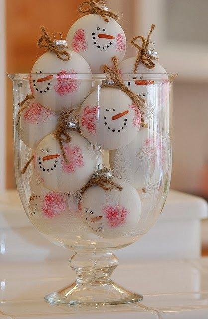 Шерстяные шарики - снеговики.