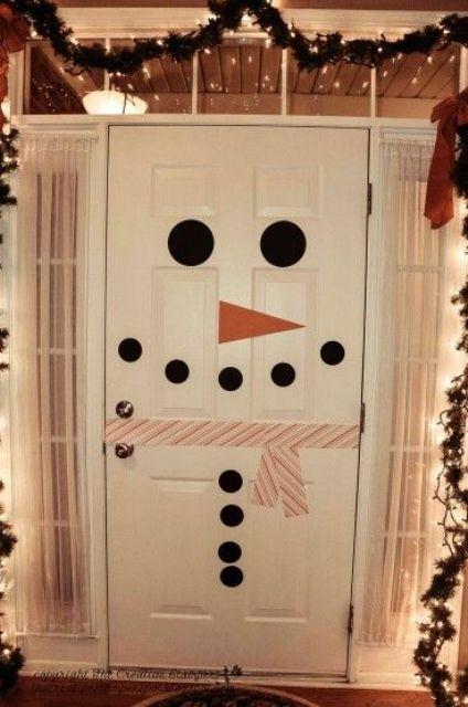 Снеговик из белой двери.