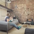 Диванчик в гостиной всегда готов встретить гостей в этой гостеприимной квартире. (квартиры,апартаменты,архитектура,дизайн,экстерьер,интерьер,дизайн интерьера,мебель,индустриальный,лофт,винтаж,стиль лофт,индустриальный стиль,минимализм,современный,гостиная,дизайн гостиной,интерьер гостиной,мебель для гостиной,лестница,жилая комната)
