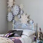 Снежинки над кроватью. Такие снежинки можно сделать самостоятельно. (детская,игровая,детская комната,детская спальня,дизайн детской,интерьер детской,сделай сам,самоделки,интерьер,дизайн интерьера)
