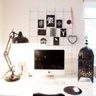 Рабочий стол домашнего офиса с причудливым подсвечником. (домашний офис,офис,мастерская,индустриальный,лофт,винтаж,стиль лофт,индустриальный стиль,интерьер,дизайн интерьера,мебель)