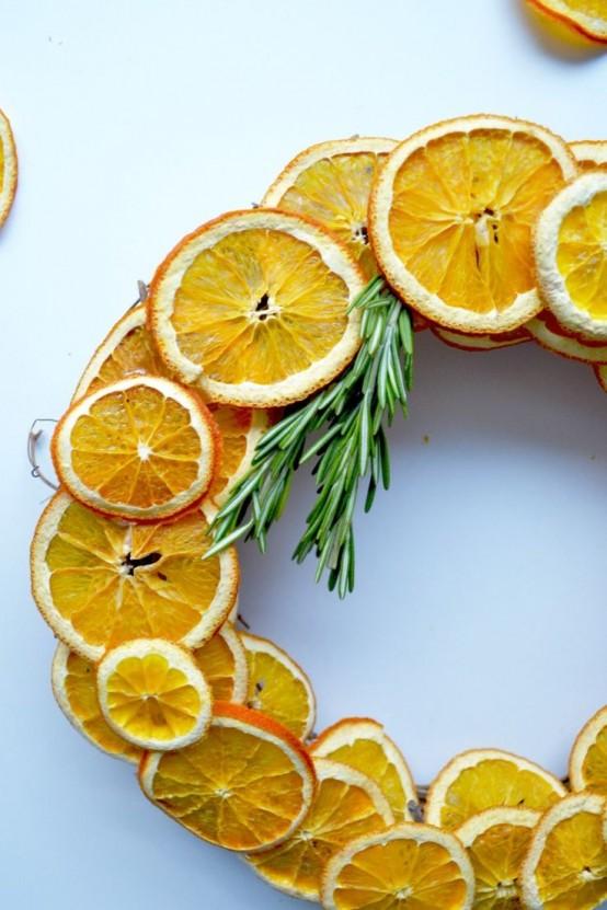Еще один вариант рождественского венка из ломтиков апельсина