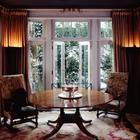 Выход в сад из гостиной. (гостиная,дизайн гостиной,интерьер гостиной,мебель для гостиной,интерьер,дизайн интерьера,мебель, французская провинция)