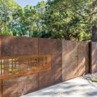 Детали: Сдвижные стальные ворота на въезде в резиденцию. (индустриальный,лофт,винтаж,стиль лофт,индустриальный стиль,архитектура,дизайн,экстерьер)