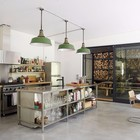 Интерьер кухни выдержан в стиле лофт.