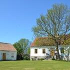Большой фермерский дом с небольшим гостевым домиком. (фасад,деревенский,сельский,кантри,архитектура,дизайн,экстерьер)