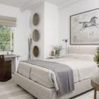 Спальня с роскошным видом из окна может сама по себе стать вдохновением для творческого человека. (средиземноморский,архитектура,дизайн,экстерьер,интерьер,дизайн интерьера,мебель,спальня,дизайн спальни,интерьер спальни)