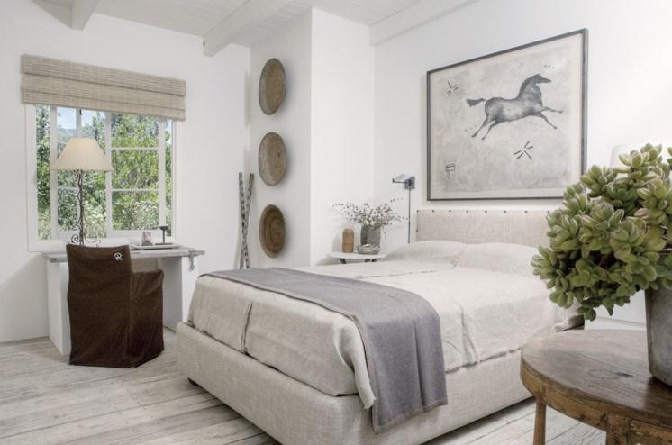 Спальня с роскошным видом из окна может сама по себе стать вдохновением для творческого человека.