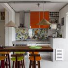 Барная стойка вместо стола на кухне.