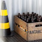 Какая вечеринка без пива? Поэтому бутылки - один из элементов декора квартиры.