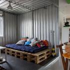 Медиа комната стилизована под морской контейнер.