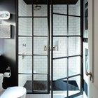 Индивидуально изготовленные душевые двери со стальной рамой напоминающие винтажное окно. (ванна,санузел,душ,туалет,дизайн ванной,интерьер ванной,сантехника,кафель,интерьер,дизайн интерьера,индустриальный,лофт,винтаж,стиль лофт,индустриальный стиль)