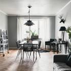 В более широкой части расположился достаточно большой стол, который позволяет и принимать гостей, и поработать за ним. (интерьер,дизайн интерьера,мебель,квартиры,апартаменты,скандинавский,гостиная,дизайн гостиной,интерьер гостиной,мебель для гостиной,столовая,дизайн столовой,интерьер столовой,мебель для столовой,жилая комната)