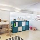 Открытая и просторная детская на втором уровне. Дополнительного шарма помещению придают шатровые плиты. (скандинавский,интерьер,дизайн интерьера,мебель,квартиры,апартаменты,архитектура,дизайн,экстерьер,детская,игровая,детская комната,детская спальня,дизайн детской,интерьер детской)
