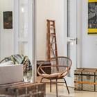 Сундучки - еще одно предпочтение владельцев квартиры. Трудно сказать наверняка, но похоже там тоже книги. (скандинавский,интерьер,дизайн интерьера,мебель,квартиры,апартаменты,архитектура,дизайн,экстерьер,гостиная,дизайн гостиной,интерьер гостиной,мебель для гостиной)