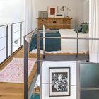 Спальня на втором уровне дома. Для достижения большей приватности спальню можно зашторить легкой белой шторой.