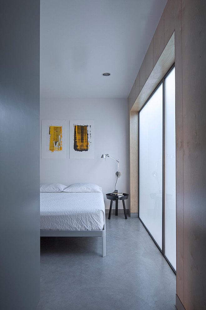 Главное от чего не стоит отказываться в маленькой квартире - это полноценная и удобная кровать.
