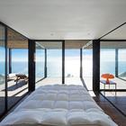 Приятно просыпаться , когда перед тобой открывается такой замечательный вид на океан. (архитектура,дизайн,экстерьер,интерьер,дизайн интерьера,мебель,минимализм,спальня,дизайн спальни,интерьер спальни,на открытом воздухе,патио,балкон,терраса)