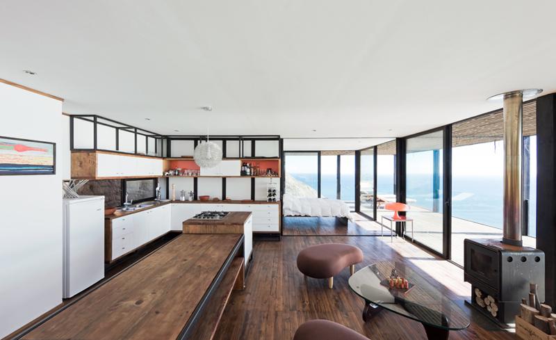 Гостиная и кухня образуют единое помещение.