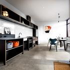 Кухня и столовая расположены справа от входа в дом. (минимализм,архитектура,дизайн,экстерьер,интерьер,дизайн интерьера,мебель,маленький дом,индустриальный,лофт,винтаж,стиль лофт,индустриальный стиль,кухня,дизайн кухни,интерьер кухни,кухонная мебель,мебель для кухни,столовая,дизайн столовой,интерьер столовой,мебель для столовой,вход,прихожая)