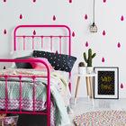 Отличная идея сочетать цвет кровати с цветом капель нарисованных на стене. (детская,игровая,детская комната,детская спальня,дизайн детской,интерьер детской,интерьер,дизайн интерьера,мебель)