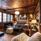 Гостиная квартиры полностью обшита деревом. (деревенский,сельский,кантри,дизайн,интерьер,дизайн интерьера,мебель,квартиры,апартаменты,гостиная,дизайн гостиной,интерьер гостиной,мебель для гостиной)