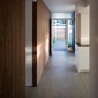 Вход в дом и коридор.