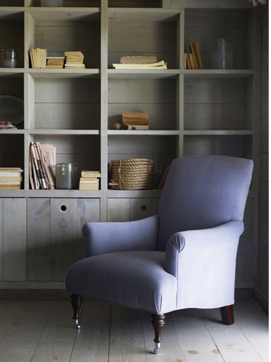 Кресло - яркий пример удачного смешения стилей и смелого подбора цветов.