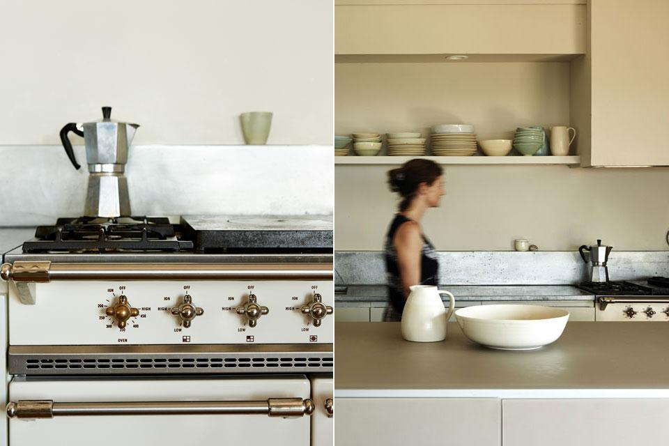 Кухня простая, но функциональная.