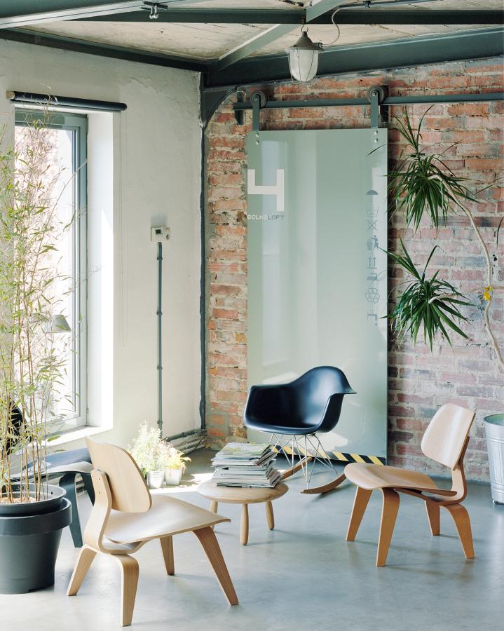 Архитектор уделил большое внимание выбору мебели.