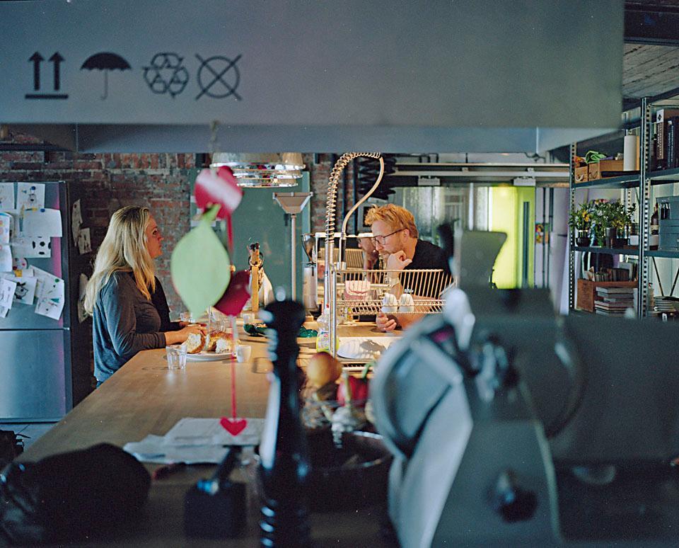 Кухонный буквально остров является центром семейной жизни.