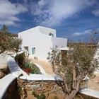 Примерно так и представляешь традиционный греческий дом. (средиземноморский,архитектура,дизайн,экстерьер,интерьер,дизайн интерьера,мебель,фасад)