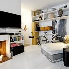 Декоративный камин со свечами делает интерьер квартиры значительно теплее и уютнее.