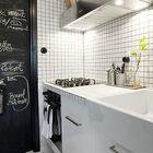 На черной стене рядом с печкой можно рисовать и писать, например написать рецепт или напоминание. Вытяжка гораздо шире печки, поэтому будет эффективно убирать и пар от кастрюли стоящей на столе рядом с печкой. (индустриальный,лофт,винтаж,стиль лофт,индустриальный стиль,интерьер,дизайн интерьера,мебель,квартиры,апартаменты,кухня,дизайн кухни,интерьер кухни,кухонная мебель,мебель для кухни)