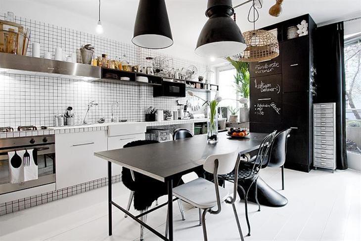 Кухня больше воспринимается как столовая, где кухня является лишь небольшим функциональным дополнением.
