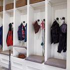 Отличное решение для большой семьи - у каждого члена семьи есть своя секция в шкафу.