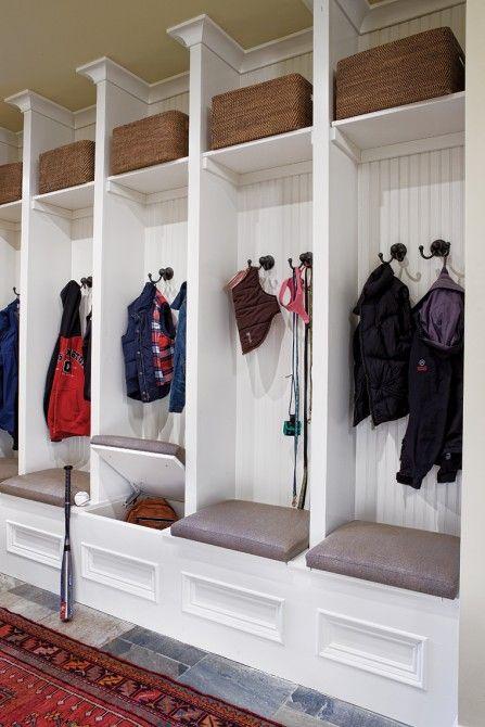 Отличное решение для большой семьи - у каждого члена семьи есть своя секция в шкафу
