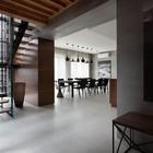 Вид из холла на столовую (столовая,лестница,кухня,современный,мебель,архитектура,дизайн,интерьер,экстерьер)