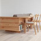 Стол может служить как обеденным, так и рабочим. (интерьер,дизайн интерьера,мебель,гостиная,дизайн гостиной,интерьер гостиной,мебель для гостиной)
