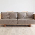 Вид спереди - удобный диван с текстильными подушками. (интерьер,дизайн интерьера,мебель,гостиная,дизайн гостиной,интерьер гостиной,мебель для гостиной)