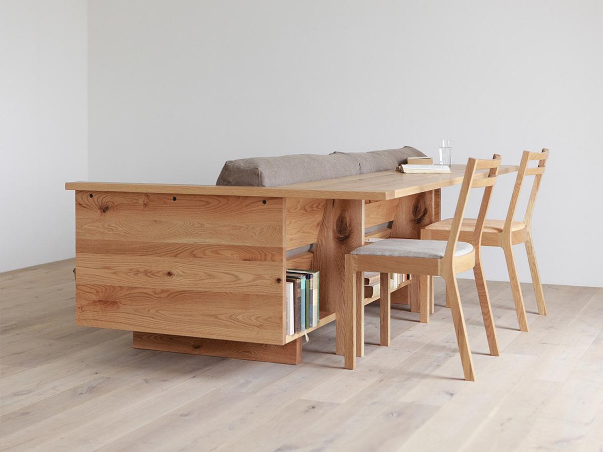 Стол может служить как обеденным, так и рабочим.
