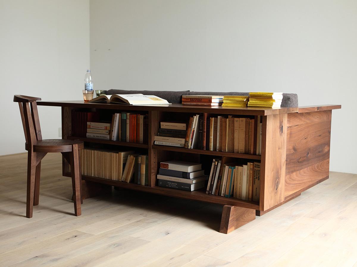 Столешница несколько меньше чем в предыдущей модели дивана со столом, но вполне функциональна.