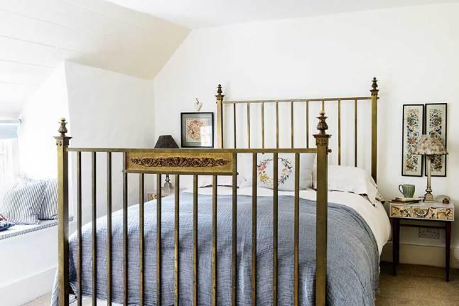 Антикварная кровать сможет прослужить еще не одну сотню лет.